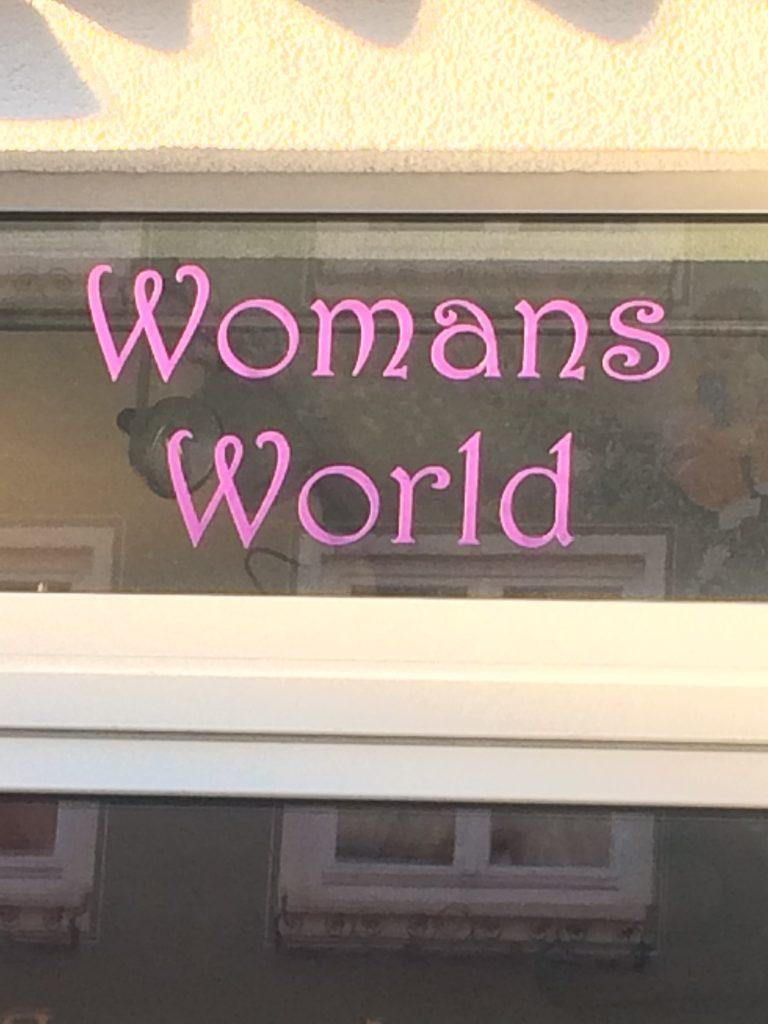 Womans World - fehlender Apostroph im englischen Genitiv