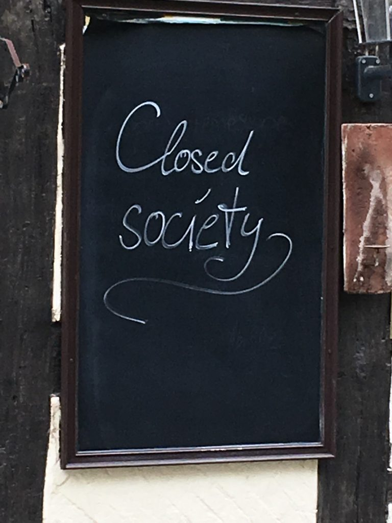 Falscher Anglizismus - closed society